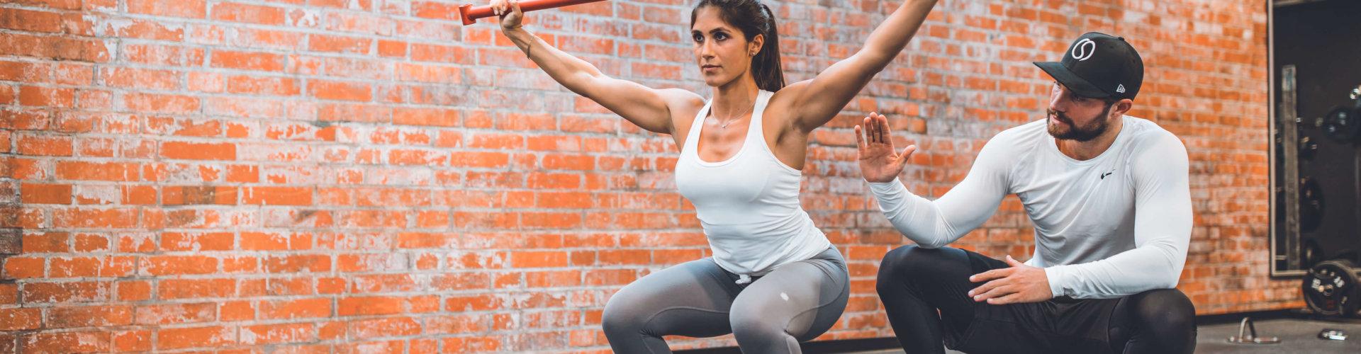 Verspannungen, muskuläre Dysbalancen, etc. wirken sich EXTREM negativ auf deine Optik, dein Wohlbefinden und deine Hormone aus.